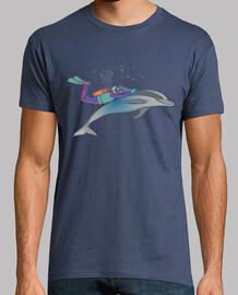 nager avec un dauphin libre dans la mer
