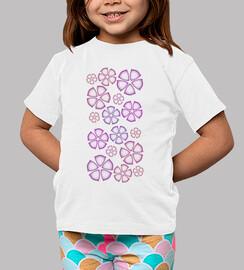 niño camiseta sobre flores fuschia