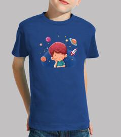Niño imaginando cosas del espacio