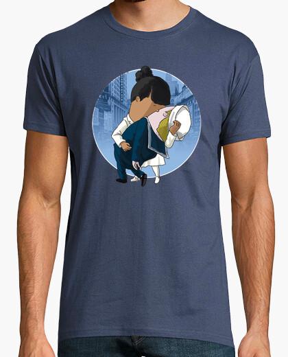 Camiseta 'Otro Beso en Times Square' by Calvichi'