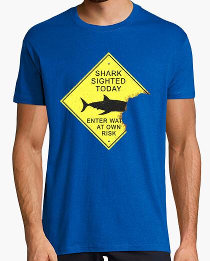 T-shirt pannello attacco di squalo