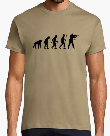 Camiseta paso de la evolución del cazador