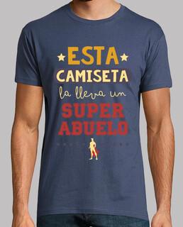 questa t-shirt indossata da un superabuelo
