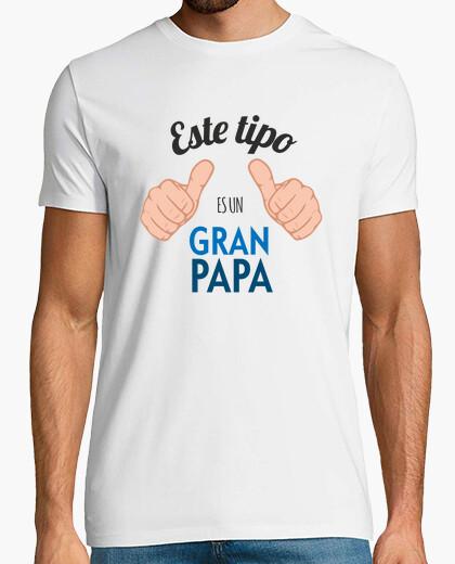 T-shirt questo ragazzo è un grande papà (sfondo chiaro)
