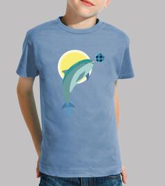 ragazzo della t-shirt cielo del fondo del ricciolo del delfino.