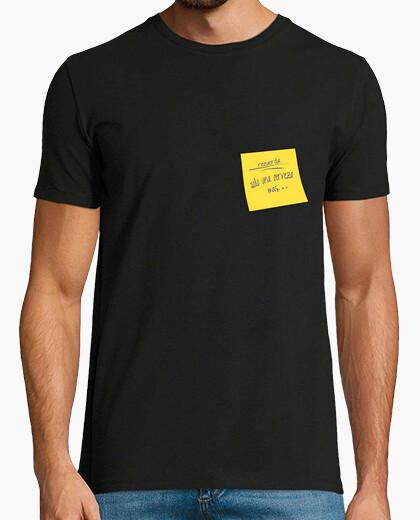 Camiseta Recuerda solo una cerveza mas