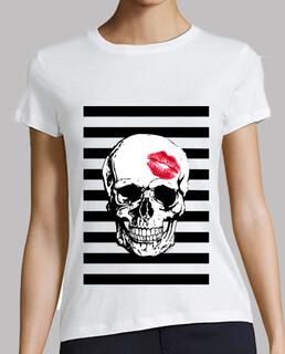 red skull kiss