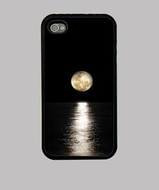 Reflejo de la luz de la luna llena en e