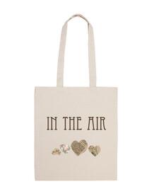 sac fourre-tout dans l'air
