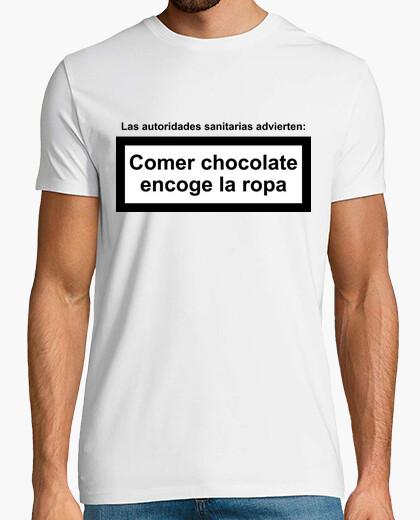 T-Shirt Schokolade essen schrumpft die Kleidung