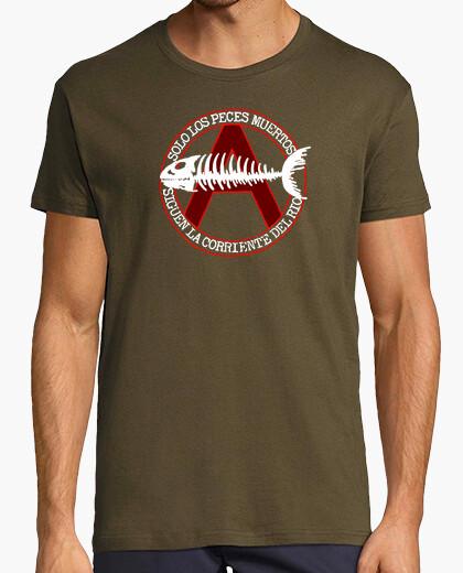 Camiseta Sólo los peces muertos...