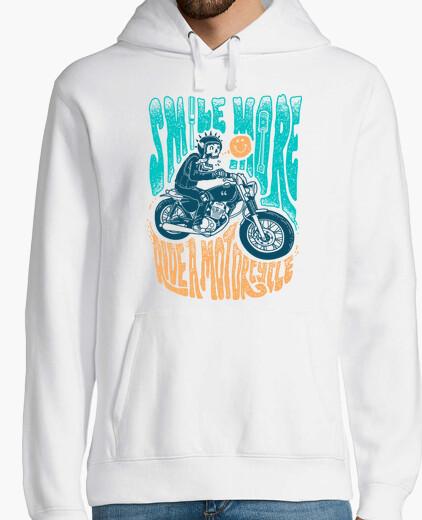 Sweat sourire plus conduire une moto