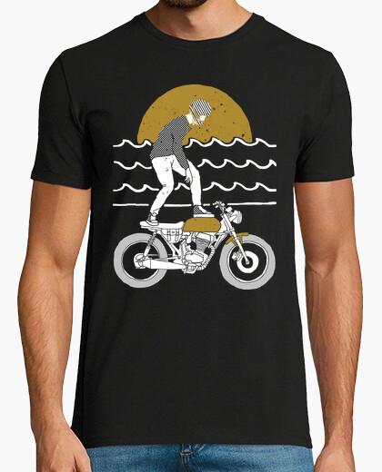 T-Shirt Surf fahren
