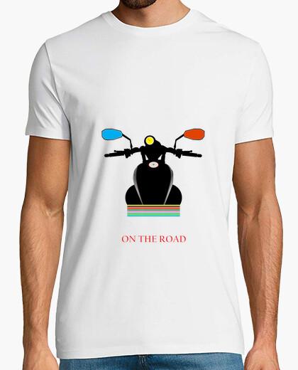 Tee-shirt t-sur la route