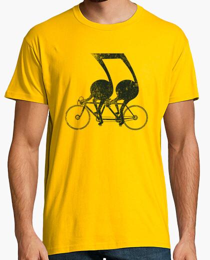 T-shirt tandem