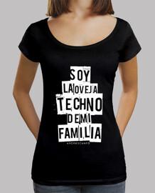 techno  femme  de mouton noir