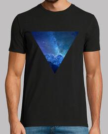 Triángulo con montaña y vía láctea