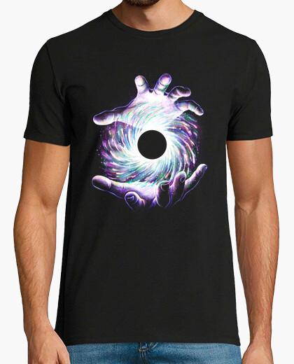 Camiseta un agujero en la mano