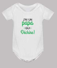 un papà che strappa bebè nascita bebè