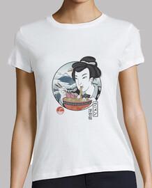 una muestra de la camisa de japón para mujer
