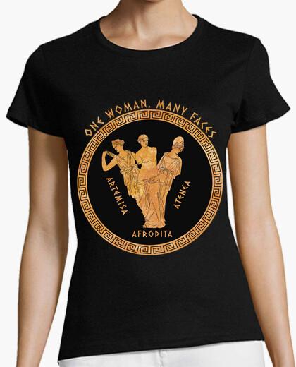 Tee-shirt une femme. beaucoup de visages