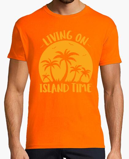 Camiseta viviendo en la isla de las palmeras y e