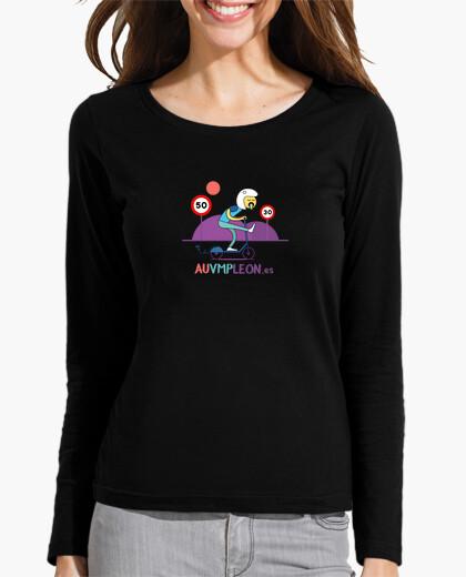 Woman, long manga , black vomiting t-shirt