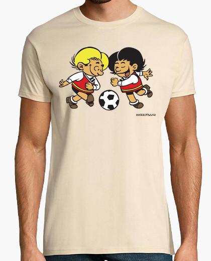 Camiseta Zipi y Zape color jugando fútbol hombre